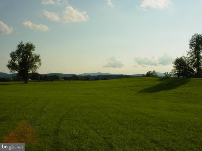 Additional photo for property listing at 1 Chattins Run Ln  Delaplane, Virginia 20144 United States
