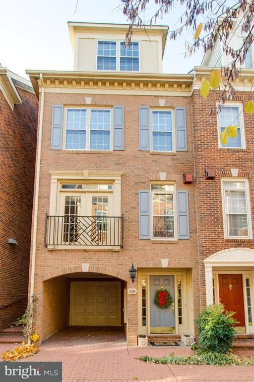 Single Family for Sale at 818 Water Pl Alexandria, Virginia 22314 United States