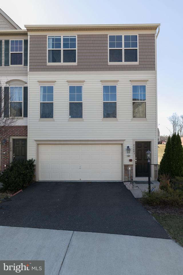 Adosado por un Venta en 42643 Chisholm Drive 42643 Chisholm Drive Broadlands, Virginia 20148 Estados Unidos