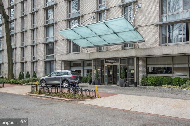 Condominium for Rent at 950 25th St NW #907 Washington, District Of Columbia 20037 United States