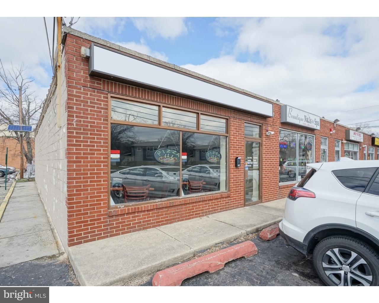 Maison unifamiliale pour l Vente à 811 W EVESHAM Avenue Magnolia, New Jersey 08049 États-Unis