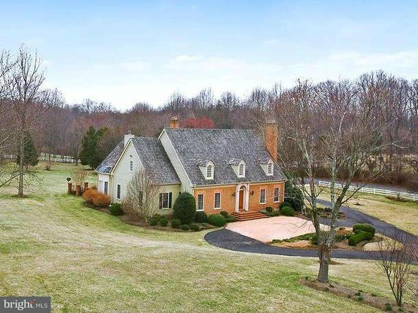 Single Family Home for Sale at 9637 Georgetown Pike 9637 Georgetown Pike Great Falls, Virginia 22066 United States