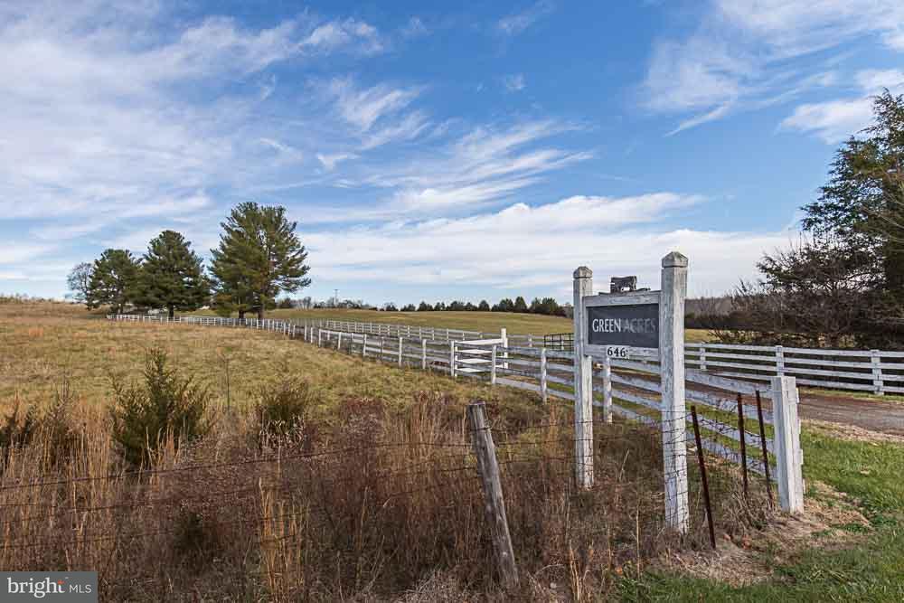 농장 용 매매 에 646 Irish Road 646 Irish Road Scottsville, 버지니아 24590 미국