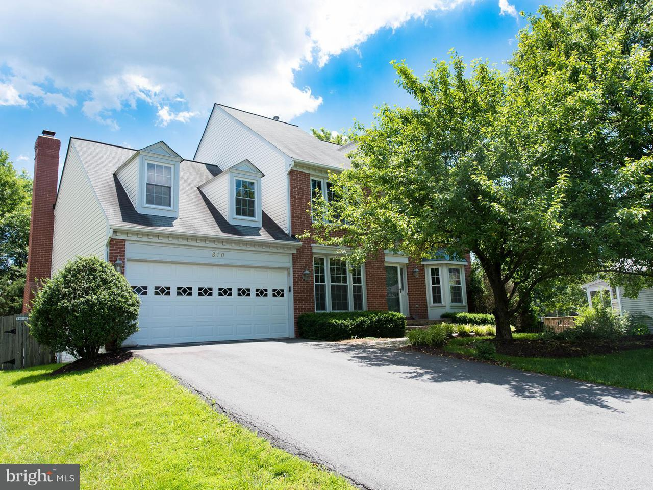 Casa Unifamiliar por un Venta en 810 Autumn Breeze Court 810 Autumn Breeze Court Herndon, Virginia 20170 Estados Unidos