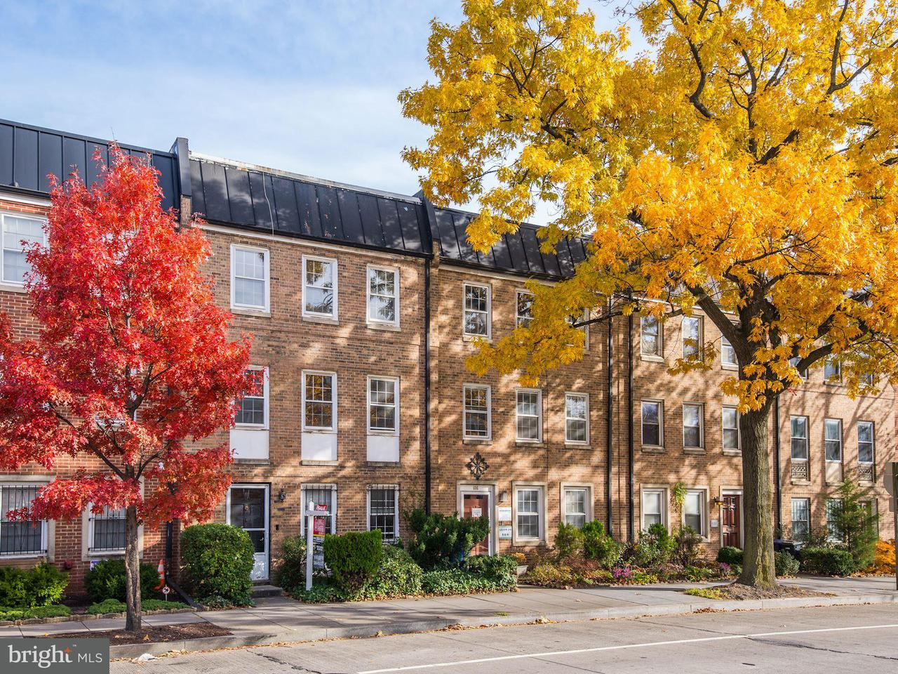 Maison accolée pour l Vente à 604 7th St Sw 604 7th St Sw Washington, District De Columbia 20024 États-Unis