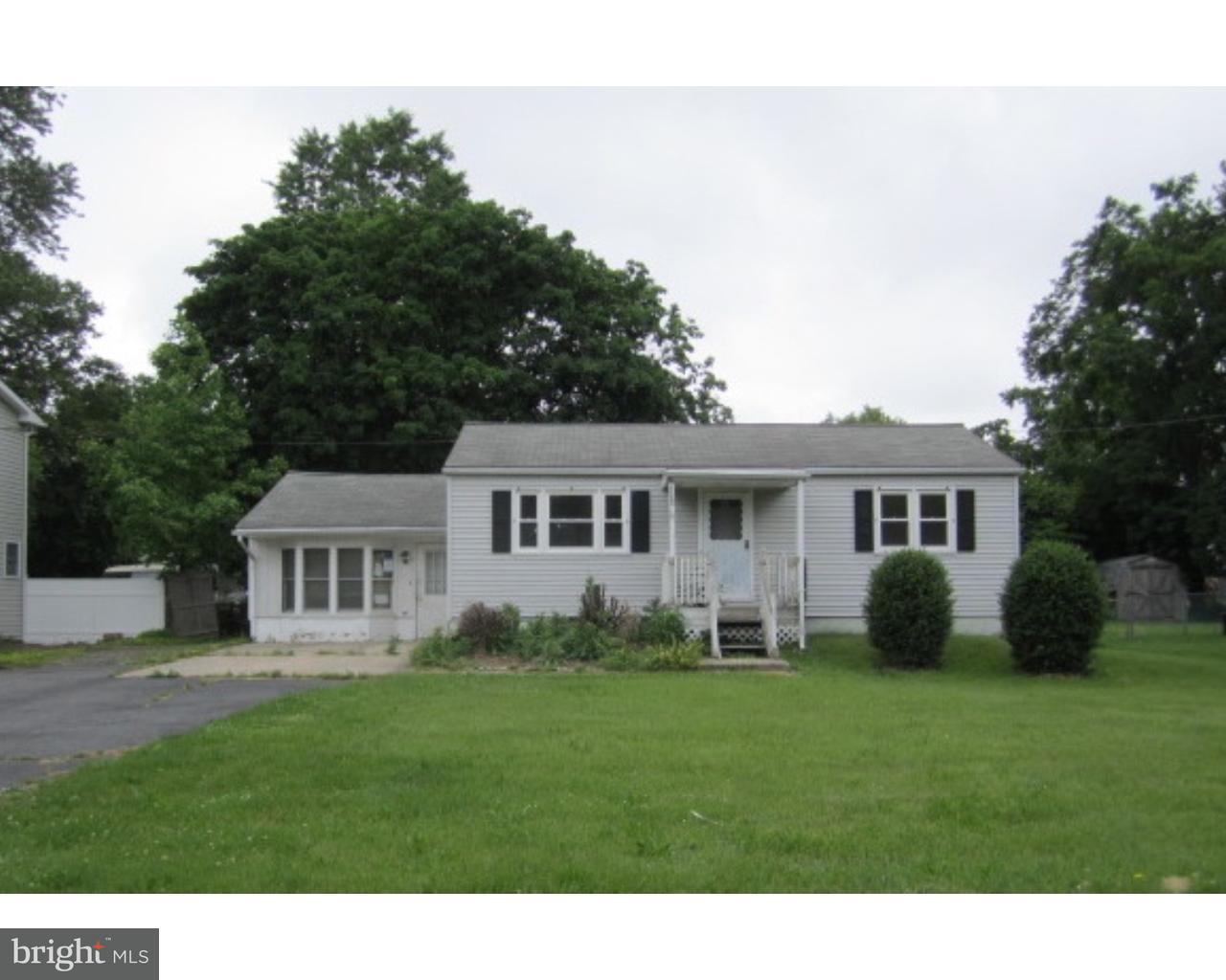 Частный односемейный дом для того Продажа на 1155 MONMOUTH Road Eastampton, Нью-Джерси 08060 Соединенные Штаты