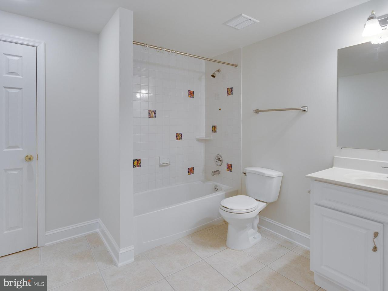 Additional photo for property listing at 9411 Old Reserve Way 9411 Old Reserve Way Fairfax, Virginia 22031 Verenigde Staten