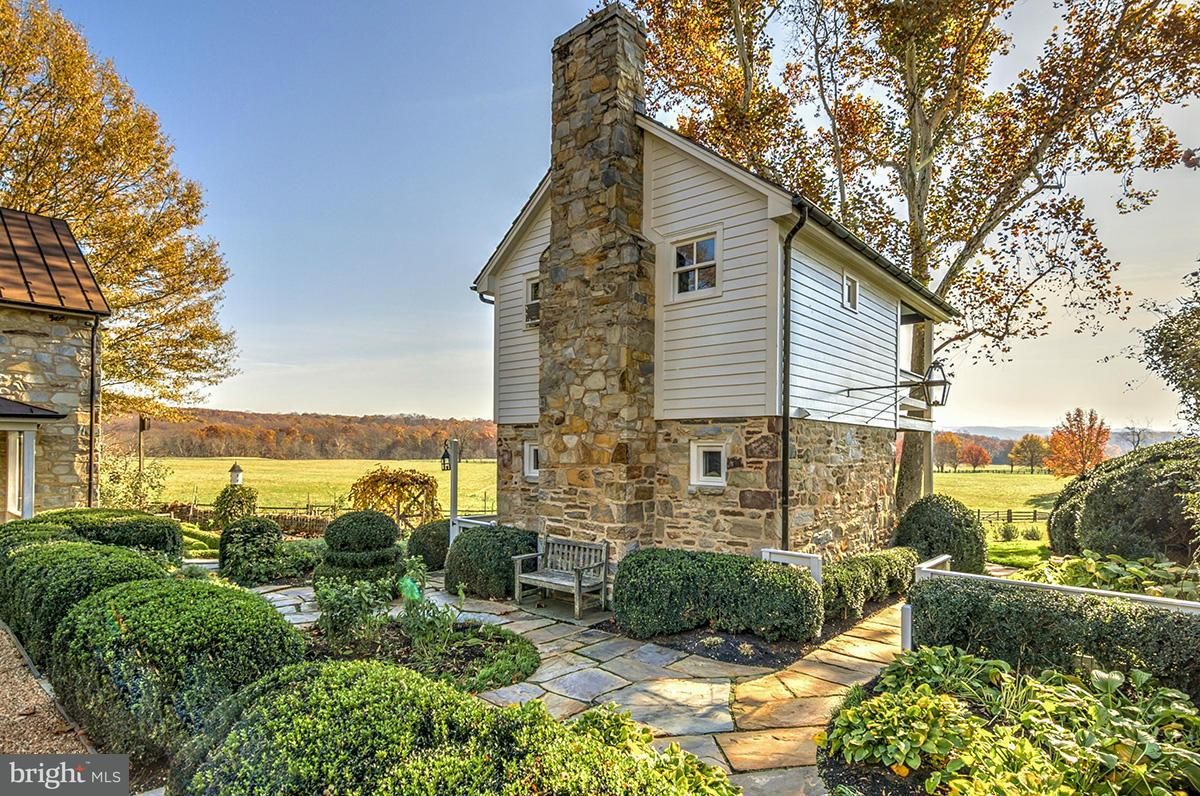 Additional photo for property listing at 2227 Penny Lane 2227 Penny Lane The Plains, Virginia 20198 United States