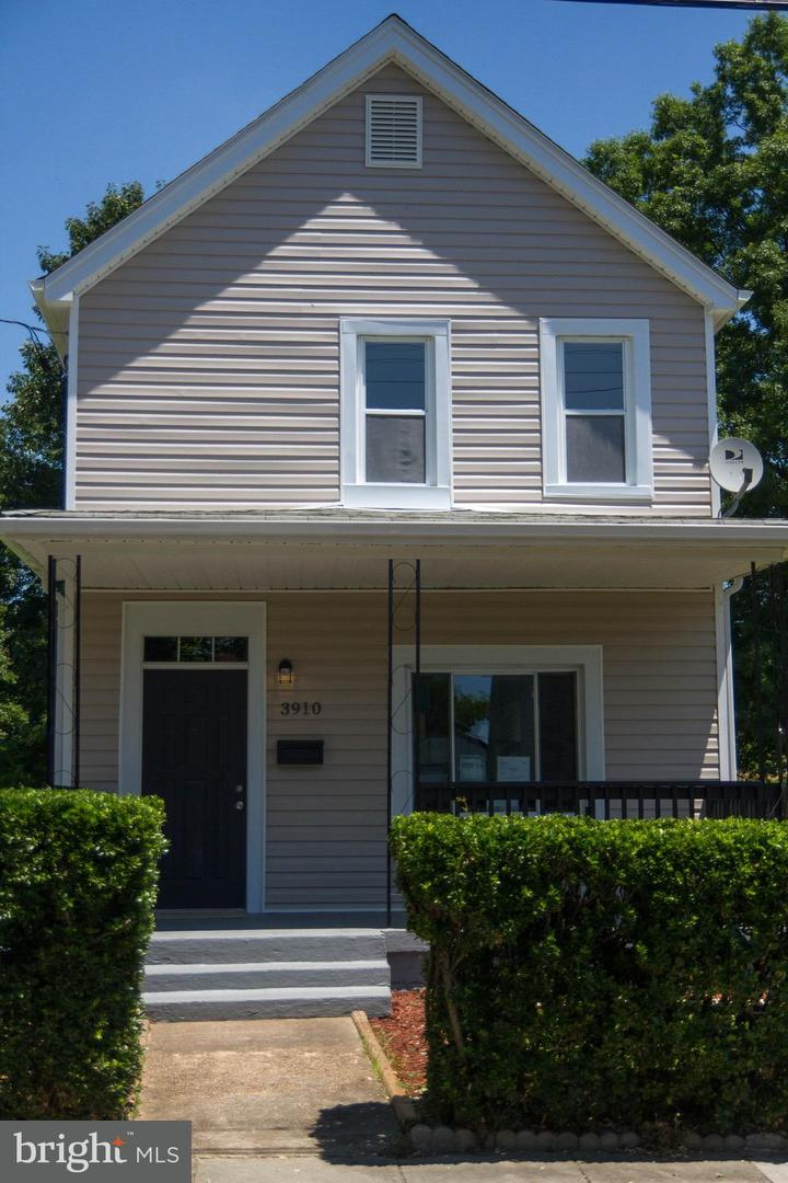 Single Family for Sale at 3910 Allison St North Brentwood, Maryland 20722 United States