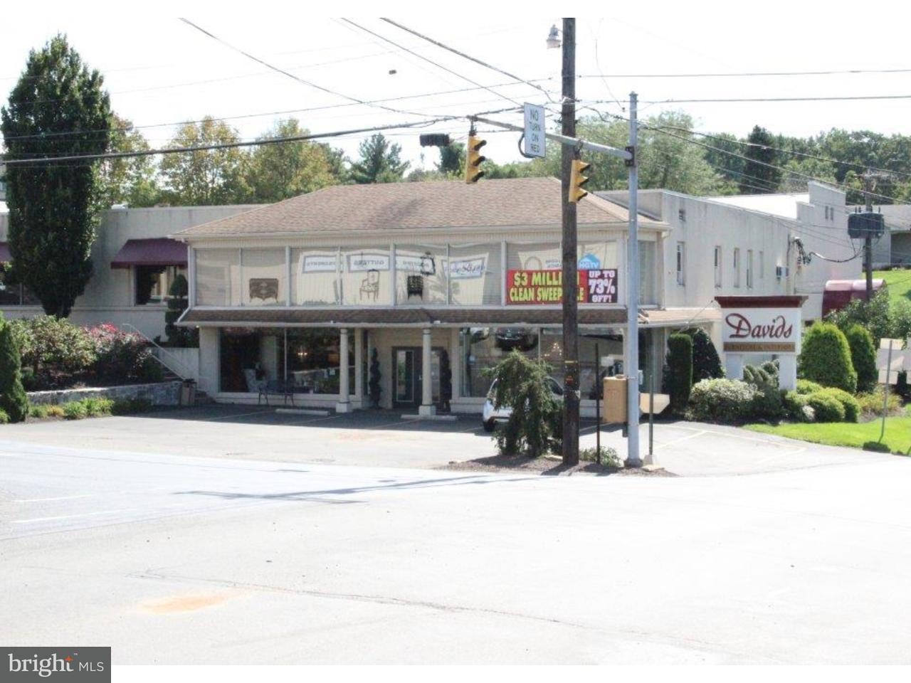 Casa Unifamiliar por un Venta en 4444 NEW HOLLAND Road Mohnton, Pennsylvania 19540 Estados Unidos