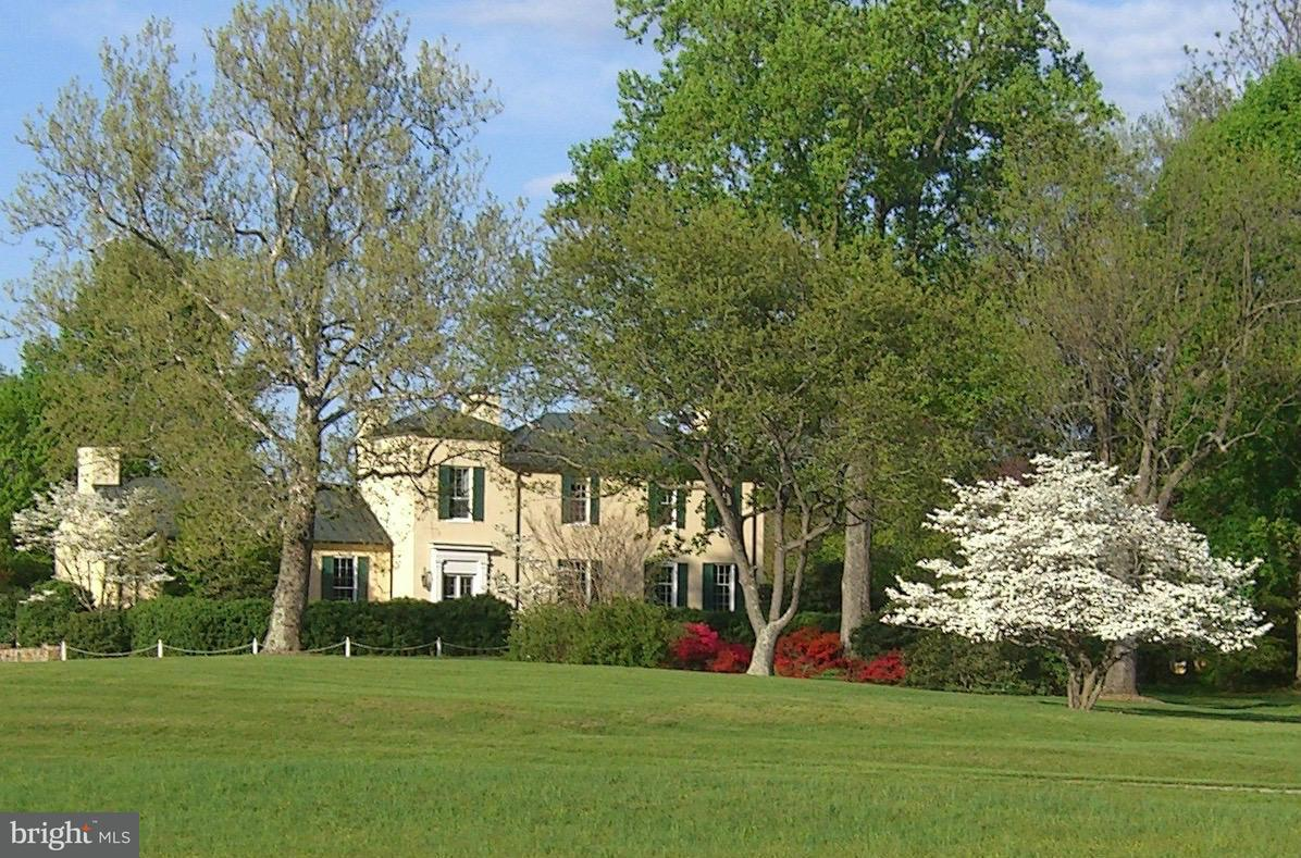 Farm for Sale at 11402 Hume Rd Hume, Virginia 22639 United States