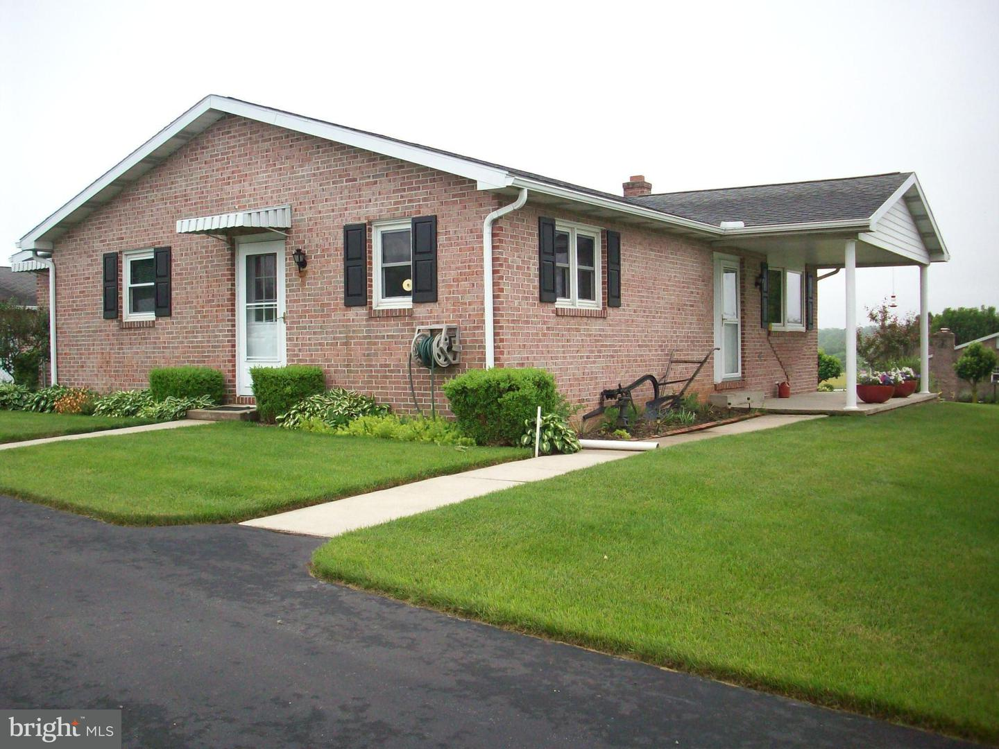 Single Family for Sale at 9560 Cumberland Hwy Orrstown, Pennsylvania 17244 United States