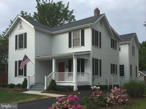 Single Family Home for Sale at 816 Park Avenue 816 Park Avenue Falls Church, Virginia 22046 United States