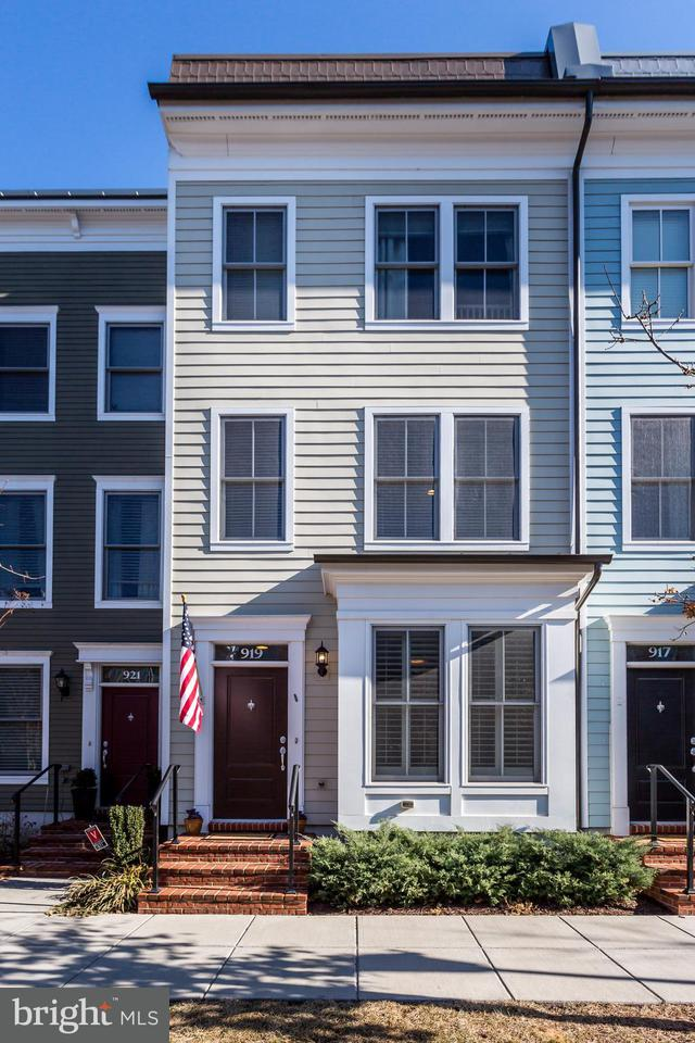 Townhouse for Sale at 919 Alfred St N 919 Alfred St N Alexandria, Virginia 22314 United States