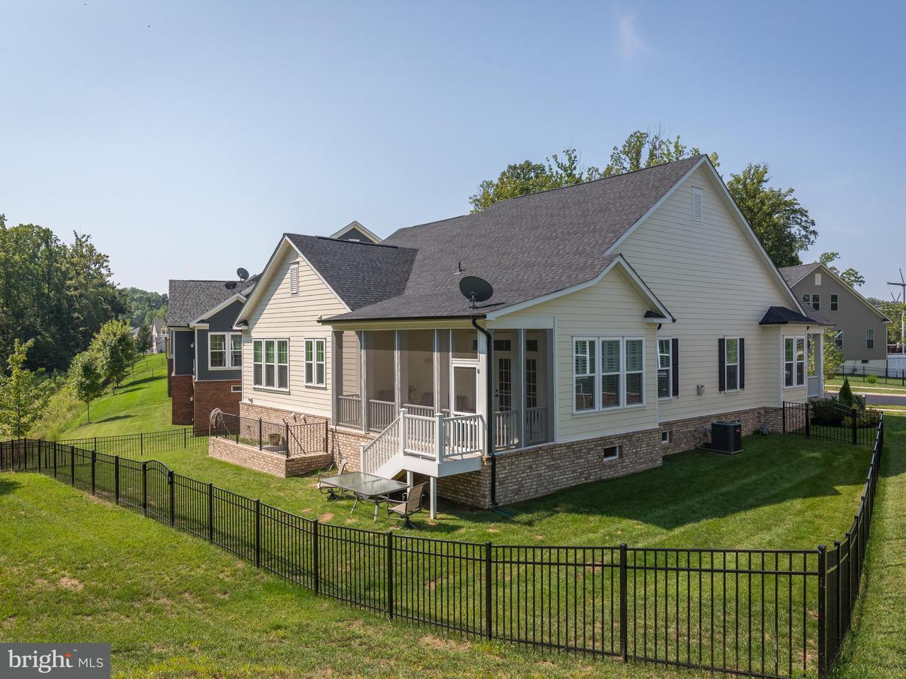 Частный односемейный дом для того Продажа на 17025 Silver Arrow Drive 17025 Silver Arrow Drive Dumfries, Виргиния 22026 Соединенные Штаты