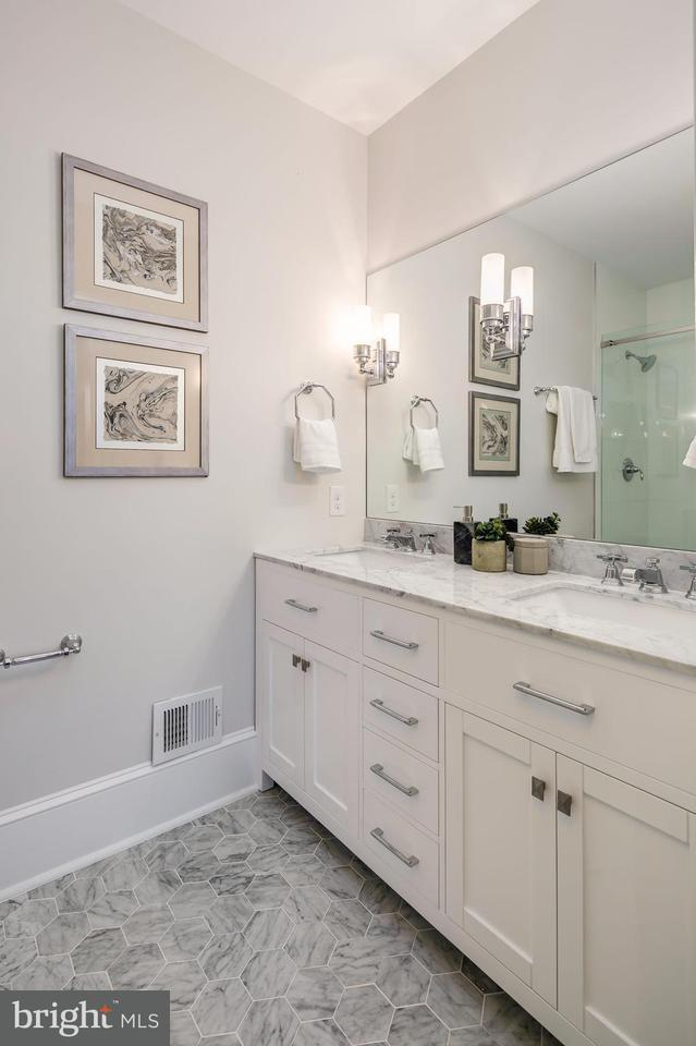 Additional photo for property listing at 1307 Riggs St Nw #2 1307 Riggs St Nw #2 华盛顿市, 哥伦比亚特区 20005 美国