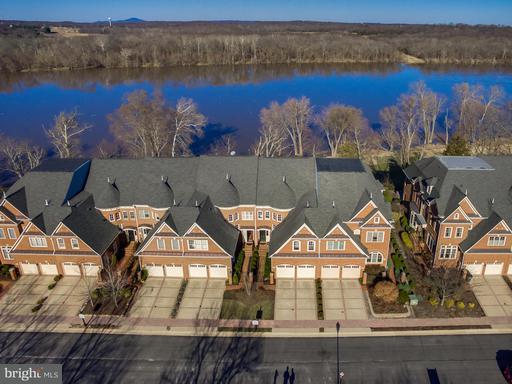 Property for sale at 18304 Fairway Oaks Sq, Leesburg,  VA 20176
