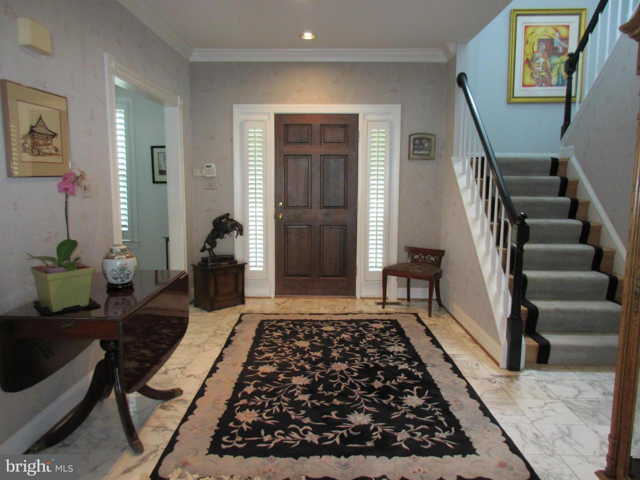 Additional photo for property listing at 10731 Hunters Pl  Vienna, Virginia 22181 United States