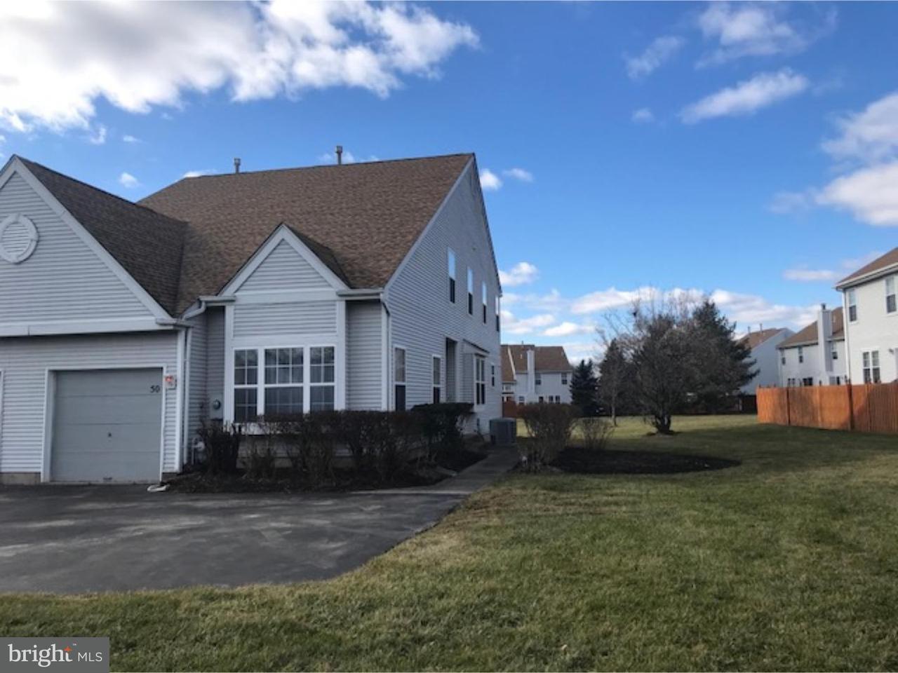 Maison accolée pour l Vente à 50 ASPEN Court Florence, New Jersey 08505 États-Unis