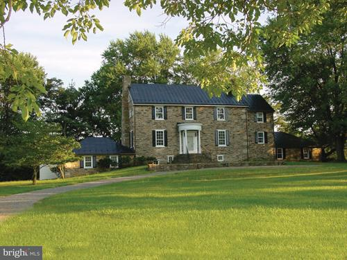 Farm for Sale at 19830 Ridgeside Rd Bluemont, Virginia 20135 United States