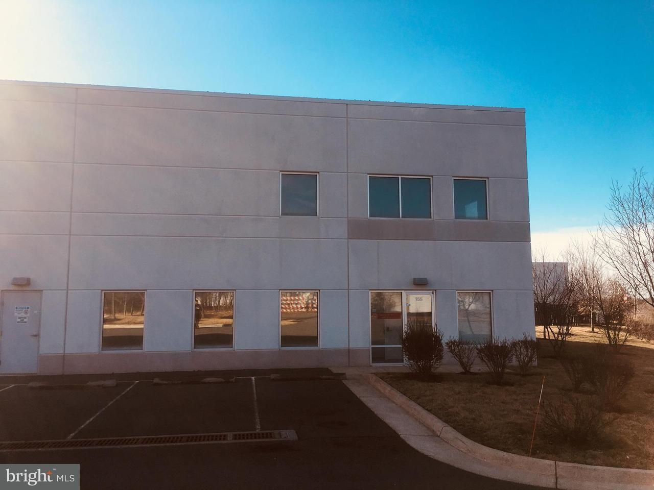 Commercial pour l Vente à 22831 Silverbrook Center Dr #155 22831 Silverbrook Center Dr #155 Sterling, Virginia 20166 États-Unis