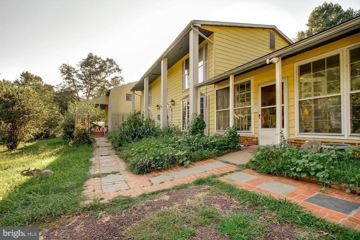 独户住宅 为 销售 在 5541 Sperryville Pike 5541 Sperryville Pike Boston, 弗吉尼亚州 22713 美国