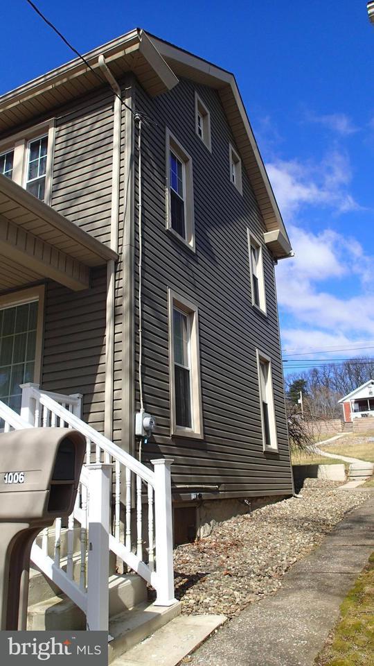 Single Family for Sale at 1006 Main St Saxton, Pennsylvania 16678 United States