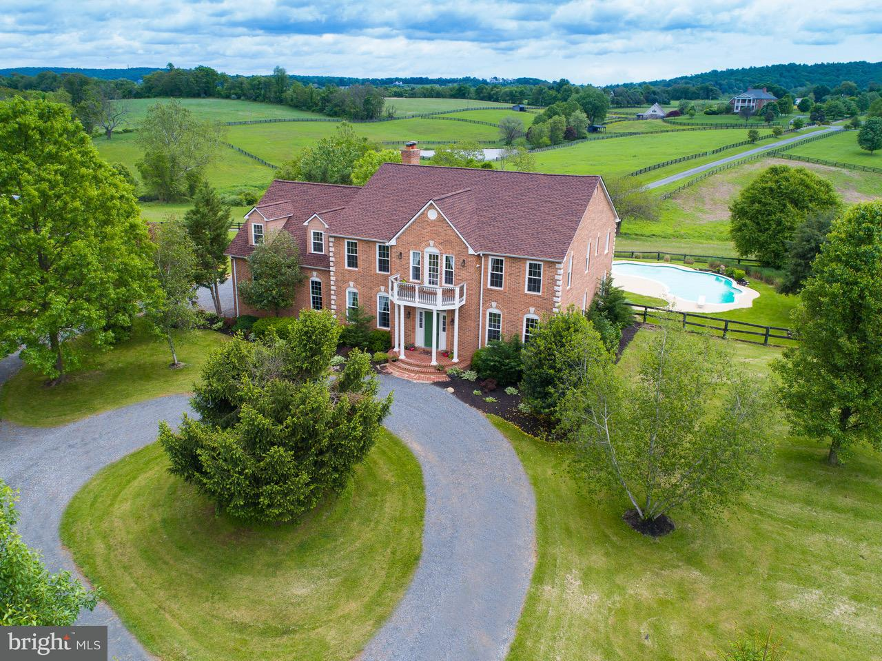 Single Family Home for Sale at 16050 Hamilton Station Road 16050 Hamilton Station Road Waterford, Virginia 20197 United States
