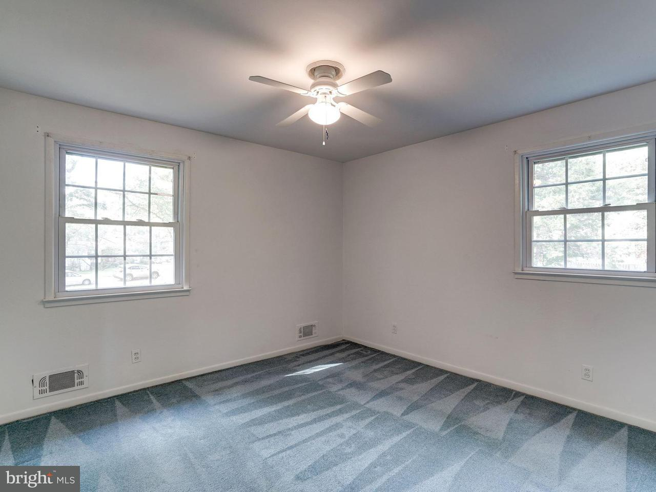 Additional photo for property listing at 10230 Elizabeth St  Great Falls, Virginia 22066 United States