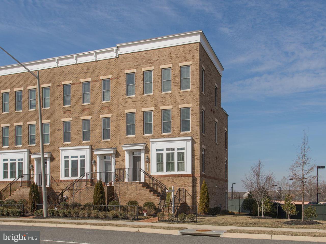 Adosado por un Venta en 11349 Ridgeline Road 11349 Ridgeline Road Fairfax, Virginia 22030 Estados Unidos
