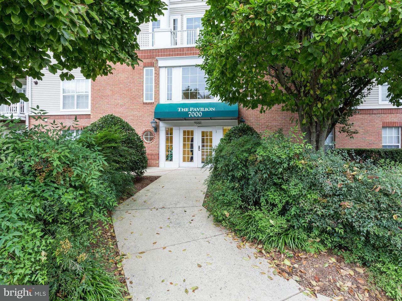 Appartement en copropriété pour l Vente à 7000 Falls Reach Dr #401 7000 Falls Reach Dr #401 Falls Church, Virginia 22043 États-Unis