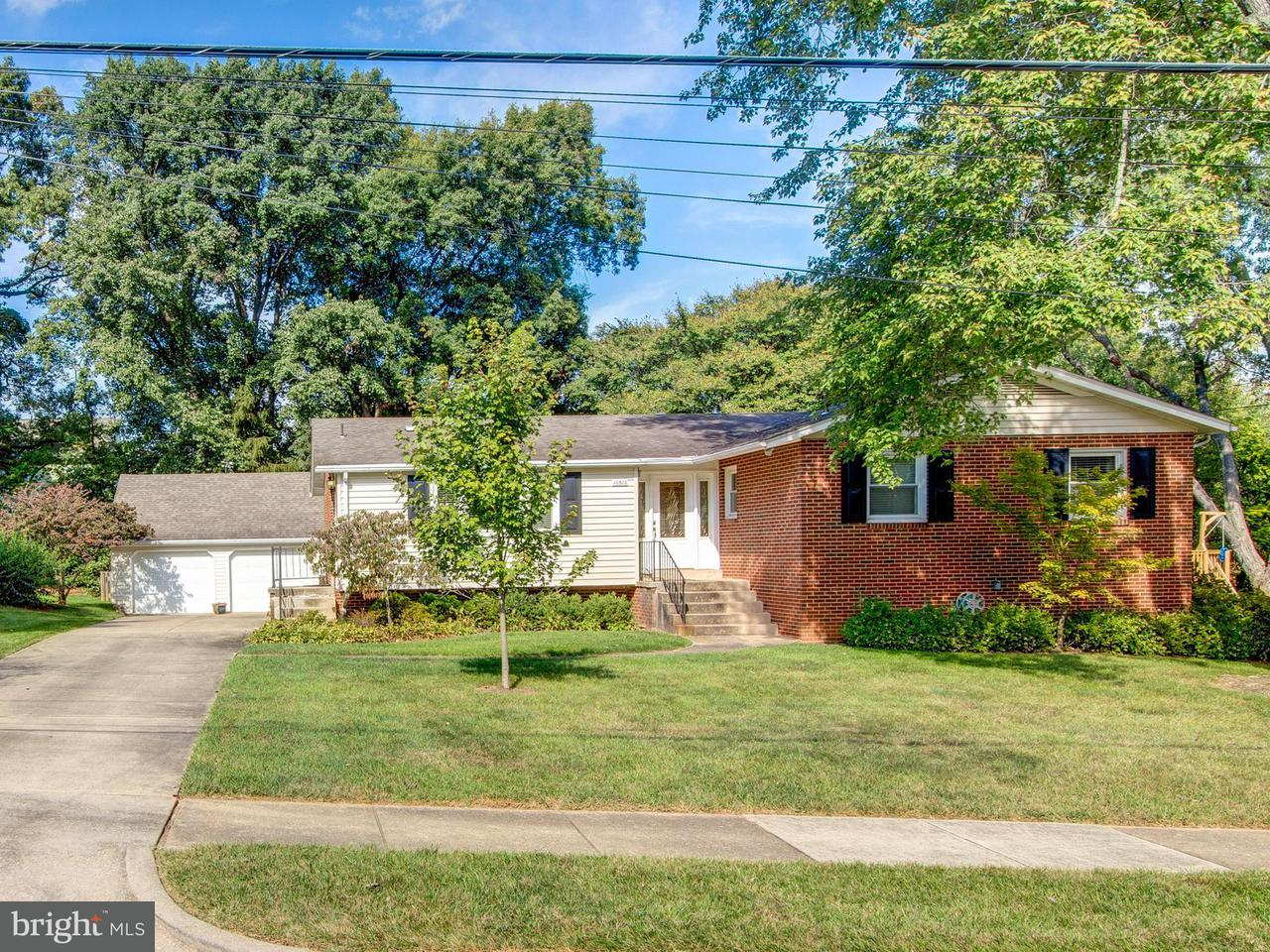 獨棟家庭住宅 為 出售 在 10306 Wood Road 10306 Wood Road Fairfax, 弗吉尼亞州 22030 美國