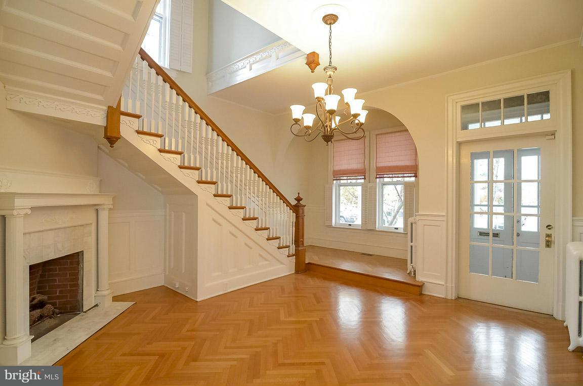 Additional photo for property listing at 400 Hanover Street 400 Hanover Street Fredericksburg, 弗吉尼亞州 22401 美國