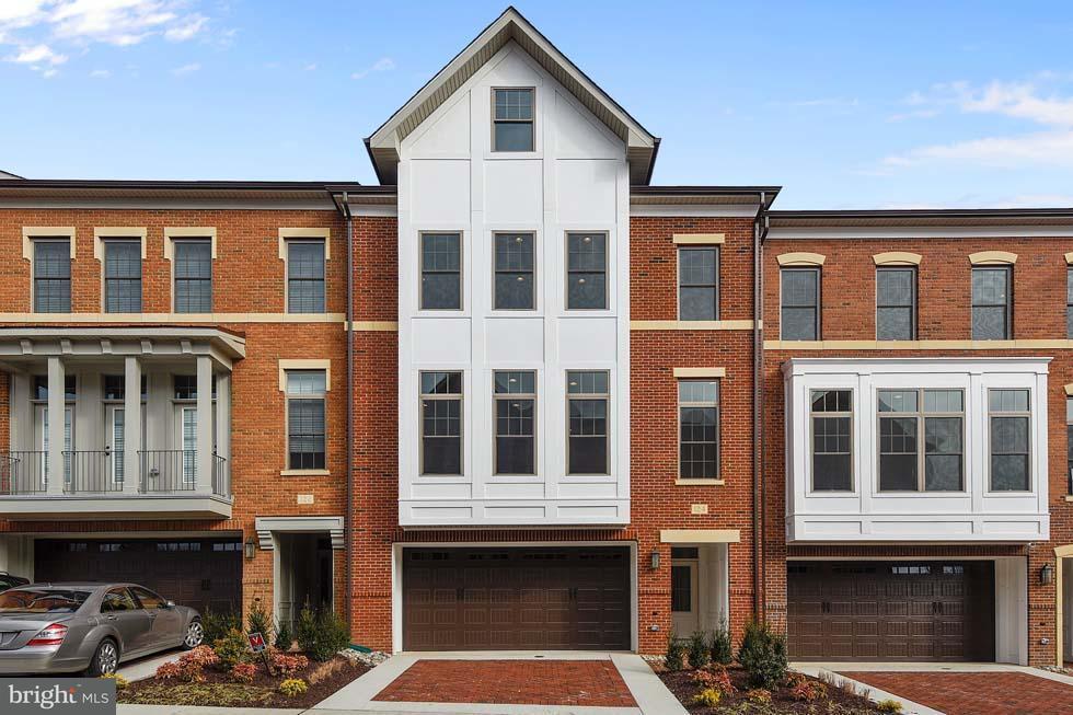 Townhouse for Sale at 124 Bytham Ridge Lane 124 Bytham Ridge Lane Potomac, Maryland 20854 United States