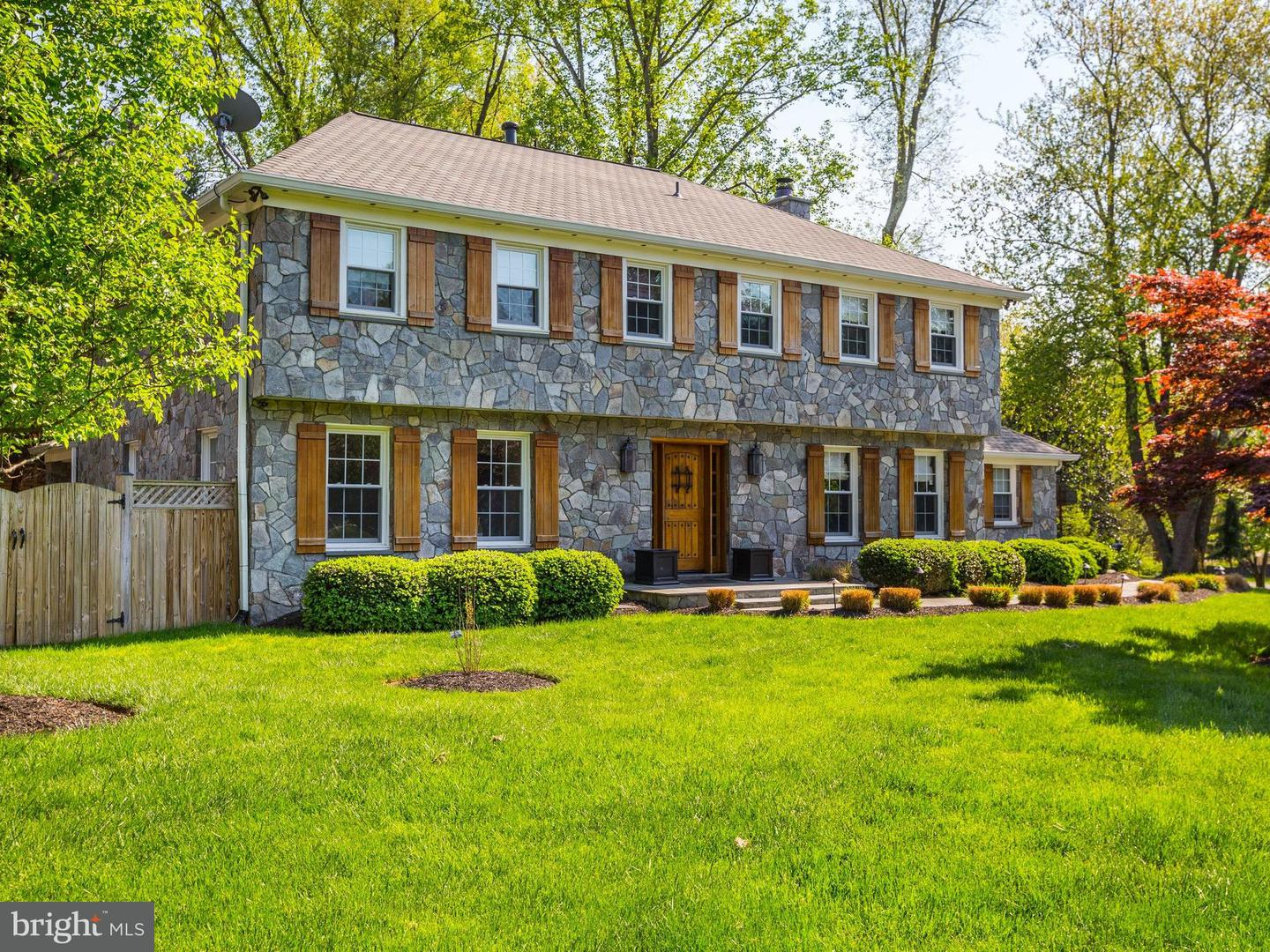 Single Family for Sale at 8421 Kingsgate Rd Potomac, Maryland 20854 United States