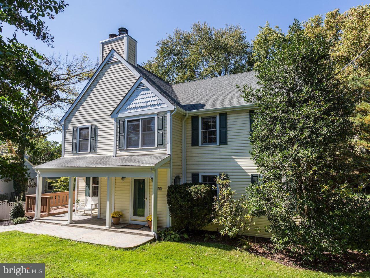 Частный односемейный дом для того Продажа на 6510 79th Street 6510 79th Street Cabin John, Мэриленд 20818 Соединенные Штаты