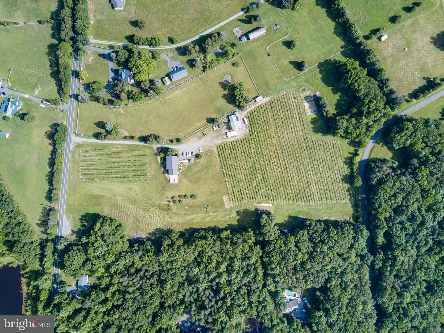 Additional photo for property listing at 345 Hartwood Rd  Fredericksburg, Virginia 22406 United States