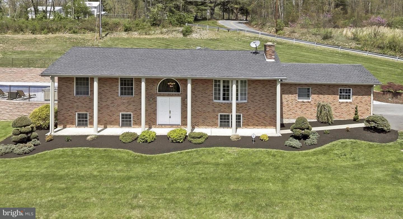 Single Family for Sale at 13824 White Oak Rdg Hancock, Maryland 21750 United States