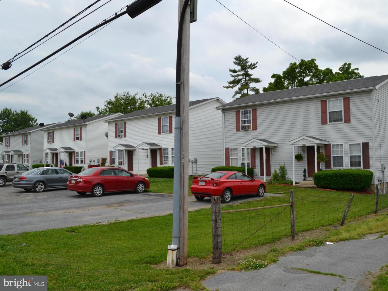 多户住宅 为 销售 在 61thru 89 Warm Springs Avenue 61thru 89 Warm Springs Avenue Martinsburg, 西弗吉尼亚州 25404 美国