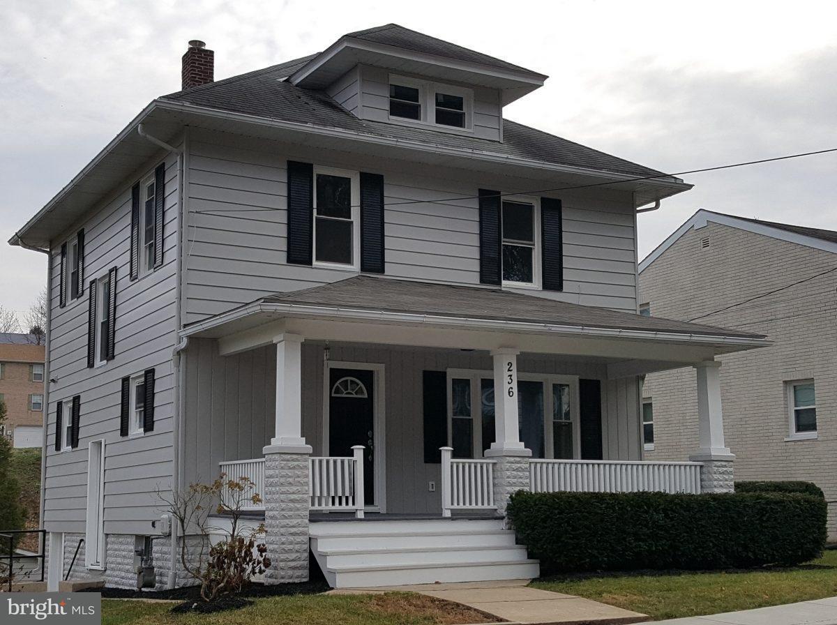 Single Family for Sale at 236 Hanover St Glen Rock, Pennsylvania 17327 United States