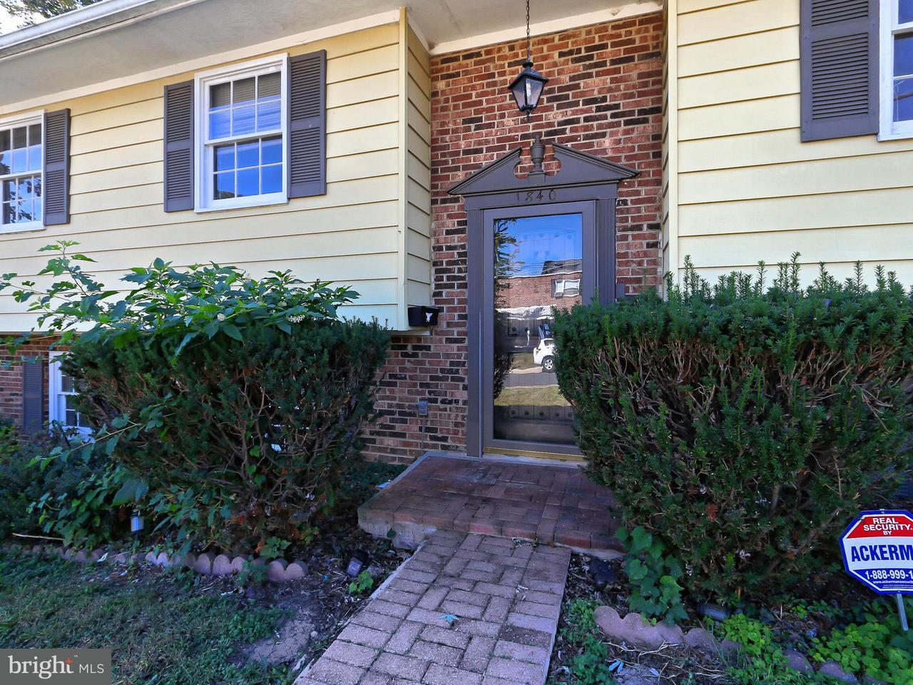 Single Family Home for Sale at 1840 Dinwiddie St N 1840 Dinwiddie St N Arlington, Virginia 22207 United States
