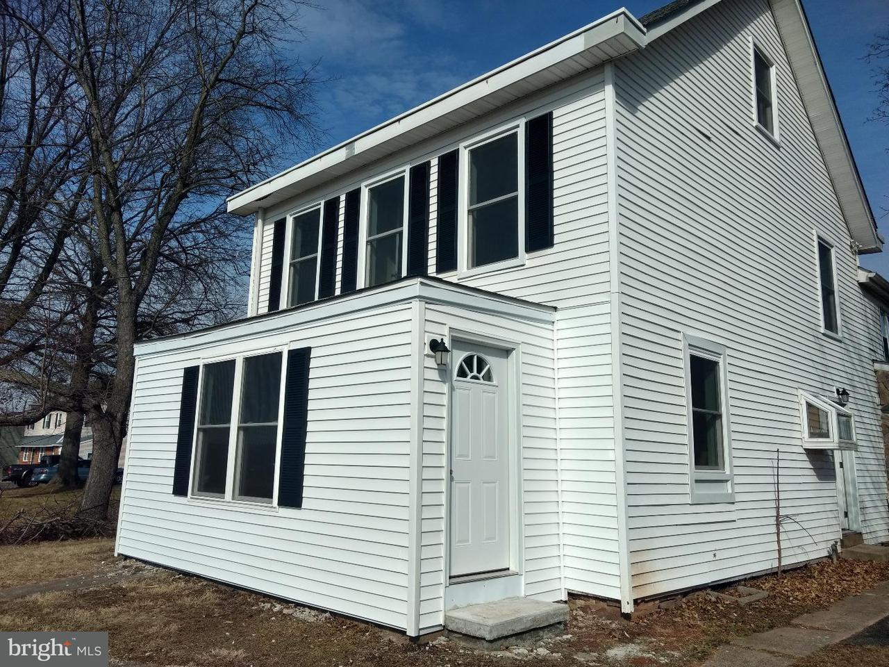 Casa unifamiliar adosada (Townhouse) por un Alquiler en 910 MONTGOMERY AVE #A Pennsburg, Pennsylvania 18073 Estados Unidos