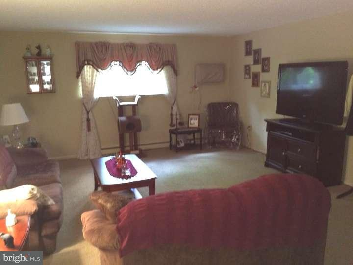 Additional photo for property listing at 400 GLENDALE RD #J13  Havertown, 宾夕法尼亚州 19083 美国
