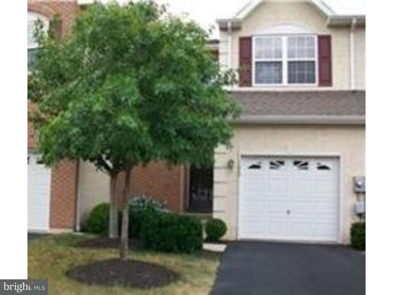 联栋屋 为 出租 在 1020 VANGUARD Drive Red Hill, 宾夕法尼亚州 18076 美国