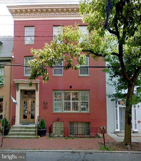 Многосемейный дом для того Продажа на 120 Patrick St E 120 Patrick St E Frederick, Мэриленд 21701 Соединенные Штаты