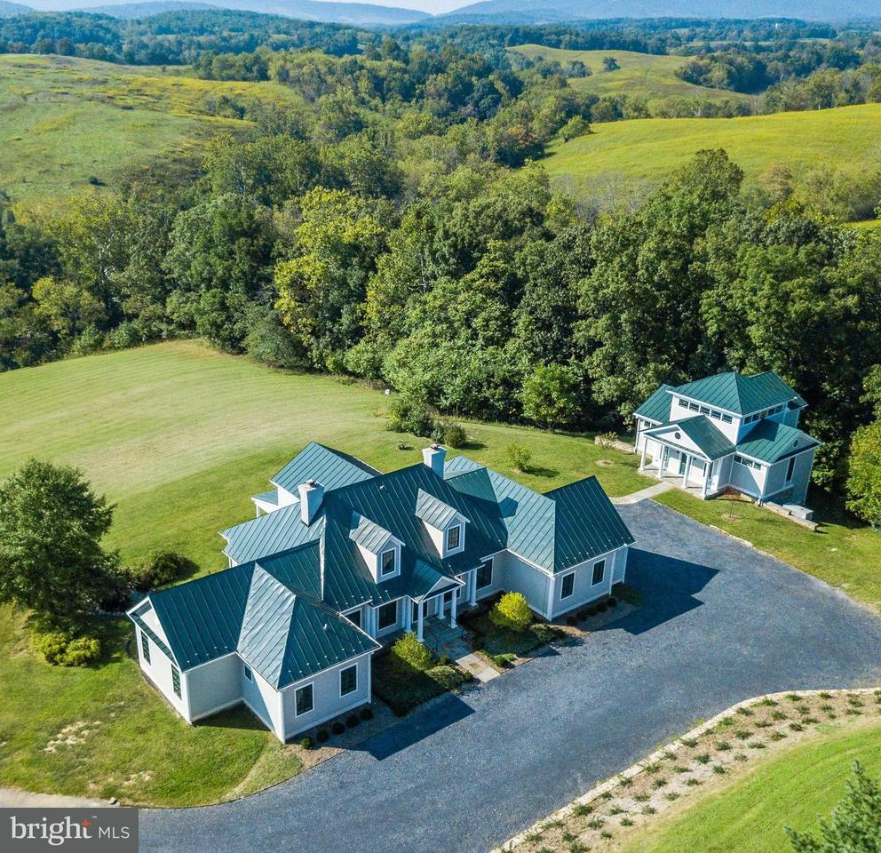 Single Family for Sale at 8640 Maidstone Rd Delaplane, Virginia 20144 United States