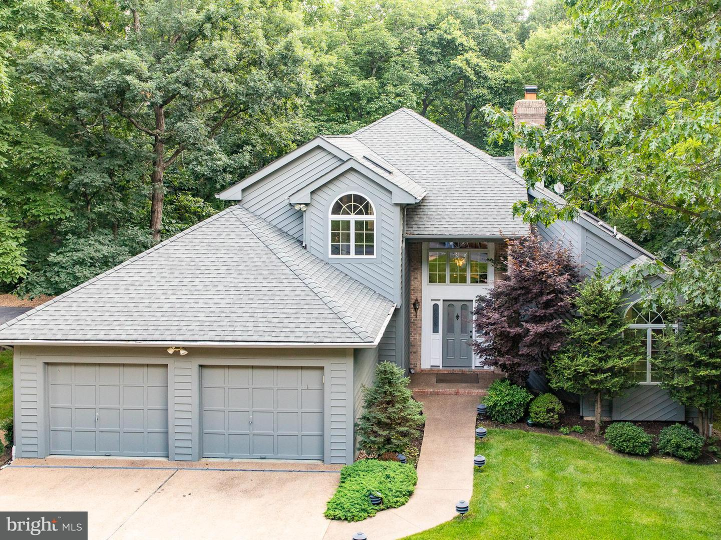 Single Family for Sale at 2484 Mountain Dr McGaheysville, Virginia 22840 United States