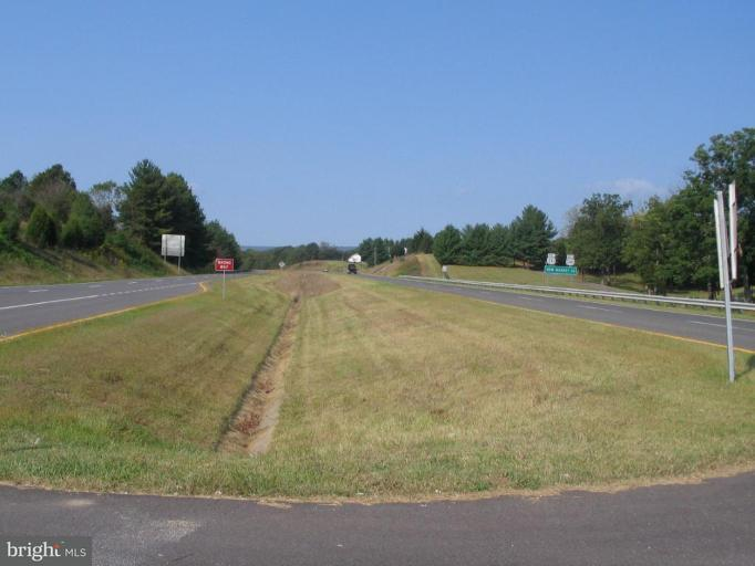 Additional photo for property listing at Cottage Dr  Luray, Virginia 22835 United States
