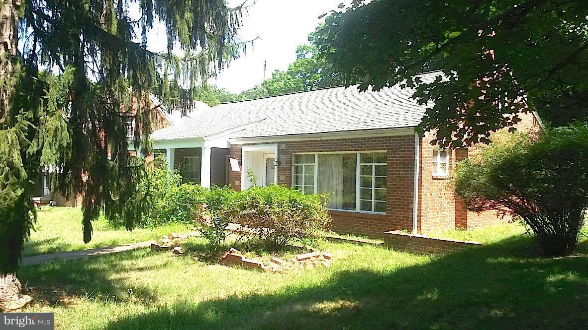 Частный односемейный дом для того Продажа на 2100 Branch Ave Se 2100 Branch Ave Se Washington, Округ Колумбия 20020 Соединенные Штаты