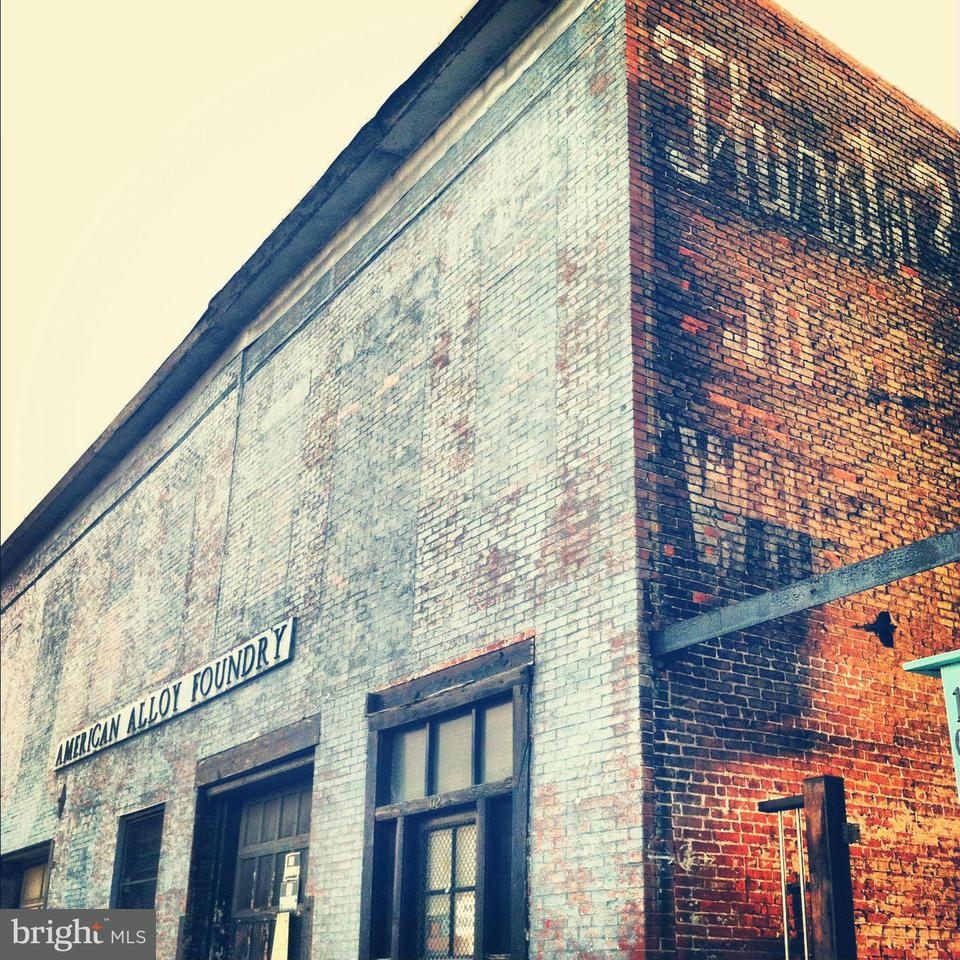 Commercial for Sale at 110 N Eden St Baltimore, Maryland 21231 United States